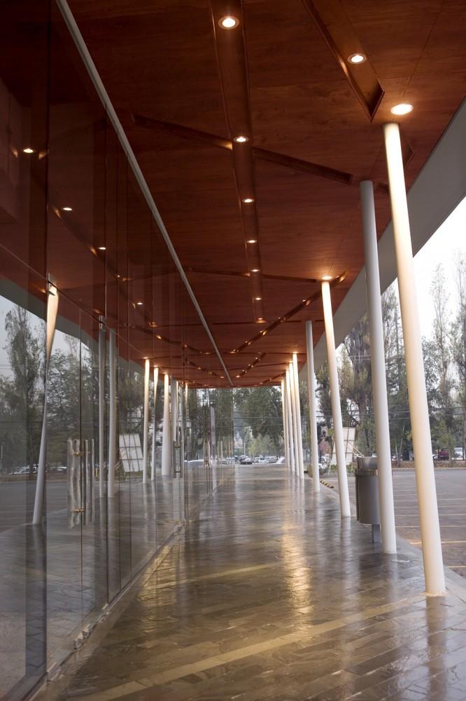 Galer a strip center el rodeo ivi arquitectos 1 for Oficina de avianca en madrid