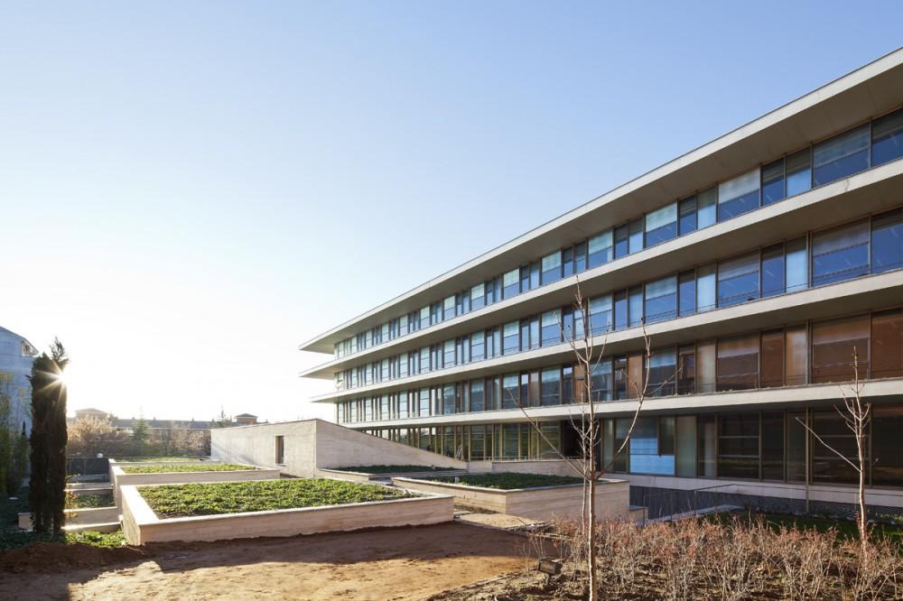 Galer a edificio administrativo de usos m ltiples para - Arquitectos en salamanca ...